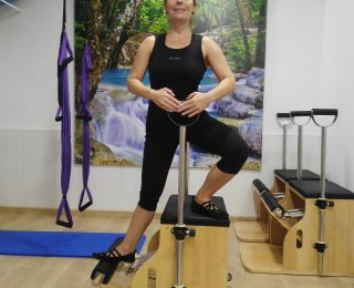 PILATES MÁQUINAS: SIDE LUNGE ON THE CHAIR